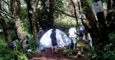tinikiran-holding-camp